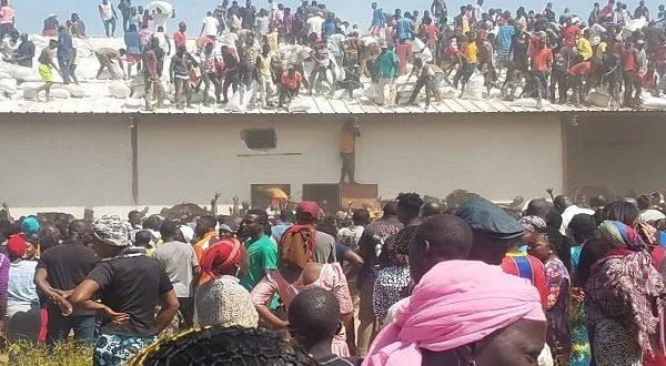 BREAKING: Hoodlums loot Undistributed COVID-19 palliatives in Jos